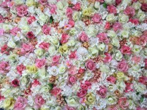 Blumenwand bunt